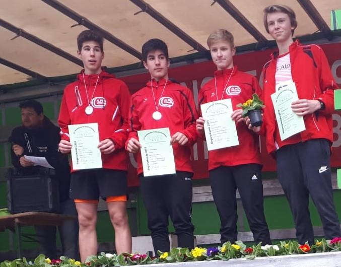 U18-Läufer der LG Alpen beim Waldlauf nicht zu schlagen